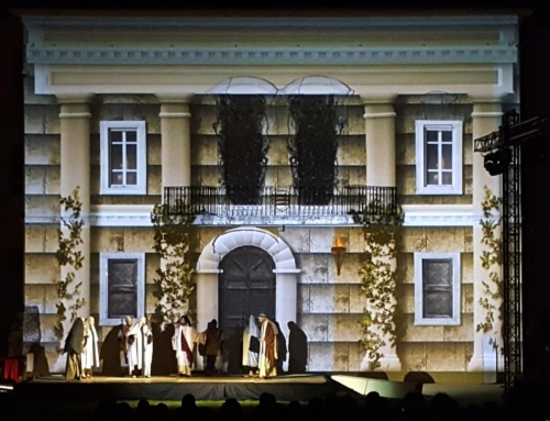 "Architectural Video mapping – The passion ""2000 years in one night"""